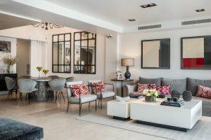 Una casa con espacios actuales y prácticos